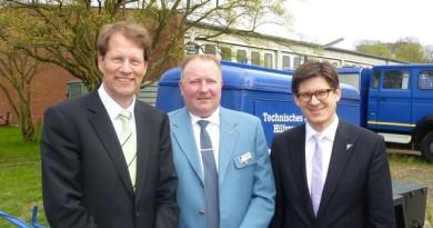 Dr. Gero Storjohann (li.) als Nachfolger von Dr. Ole Schröder (re.) mit dem 1. Vorsitzenden Arne Fischer