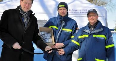 Spendenübergabe durch Gero Storjohann (MdB und 1. Vorsitzender der THW-Landesvereinigung SH)