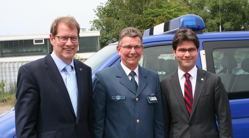 Der 1. Vorsitzende Burkhard Hamm (Mitte) mit Gero Storjohann (MdB, links) und Mark Helfrich (MdB, rechts)