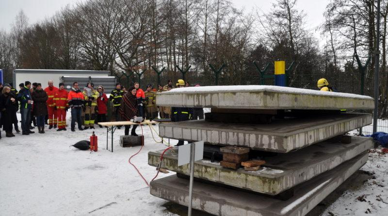 Gefahrlos schwere Lasten heben – Übungsanlage für den OV Lübeck